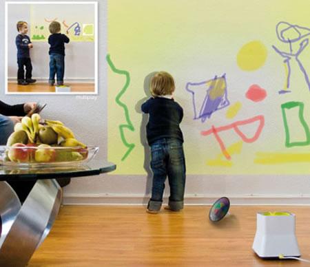 vaikas piešia, rašo ant sienos