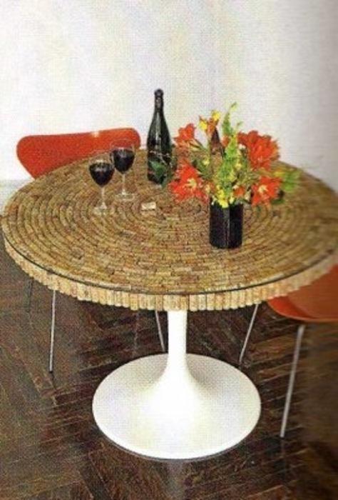 Vyno mėgėjų stalas