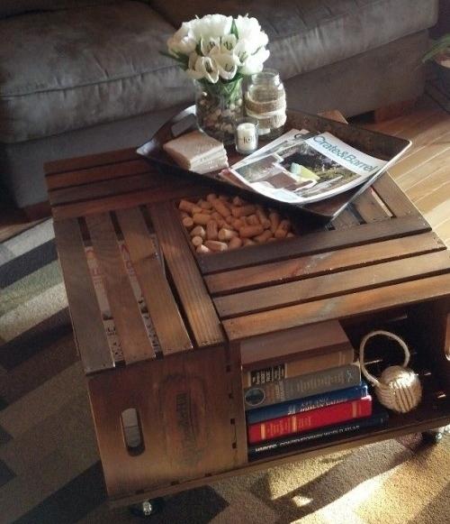 Staliukas iš medinių dėžučių