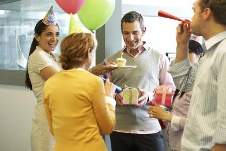 Kaip švęsti gimtadienį darbe?