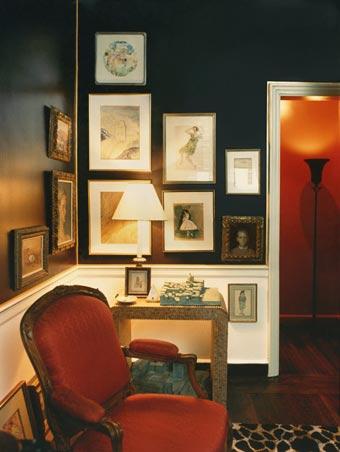 Ar galėčiau tamsiomis spalvomis dekoruoti mažą kambarį?