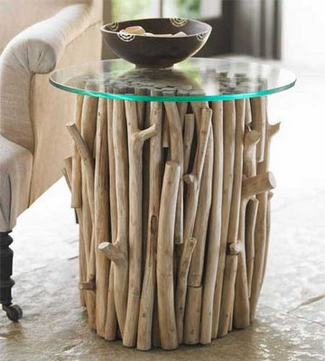 staliukas padarytas iš medžio šakų, stiklo