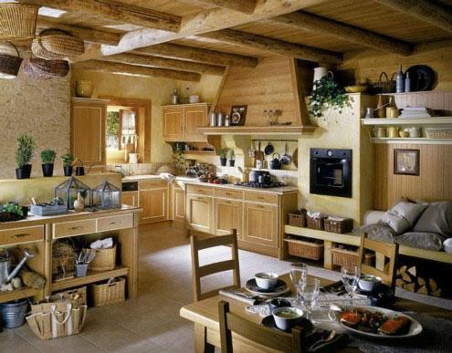 medinė spintelės, sijos, lubos virtuvėje