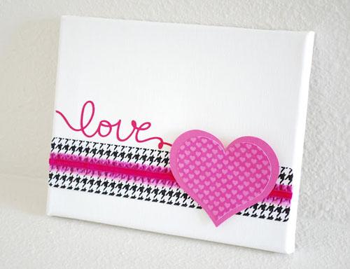 baltas paveiksliukas su  rausva sirdele Valentino dienai