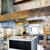 medinės sijos virtuveje
