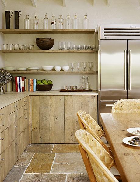sviesus medis virtuveje, lentynos, pintos kedes