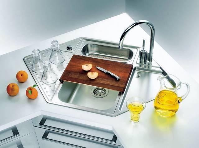 Contemporary-corner-kitchen-sink