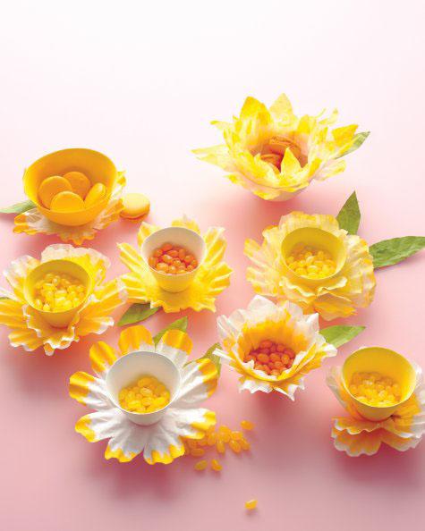 easter-baskets-flowers-mld108275_vert