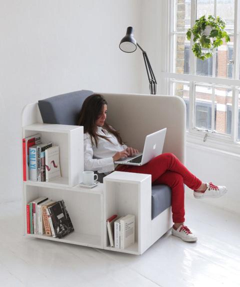 Fotelis, lentyna ir staliukas