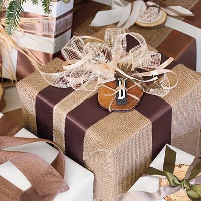 dovanų dėžutė aptraukta maišine medžiaga