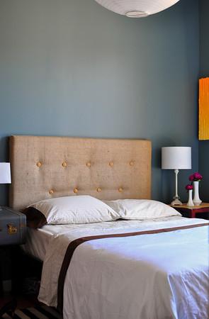 lovos galvūgalis aptrauktas maišiniu audeklu