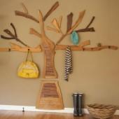 dekoratyvinis medis su kabliukais hole