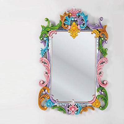 veidrodis su ornamentiniais rėmeliais