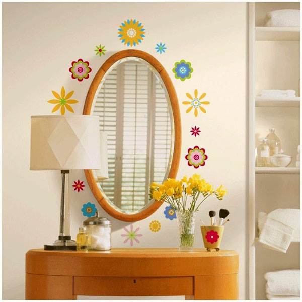 gėlių lipdukai aplink veidrodį