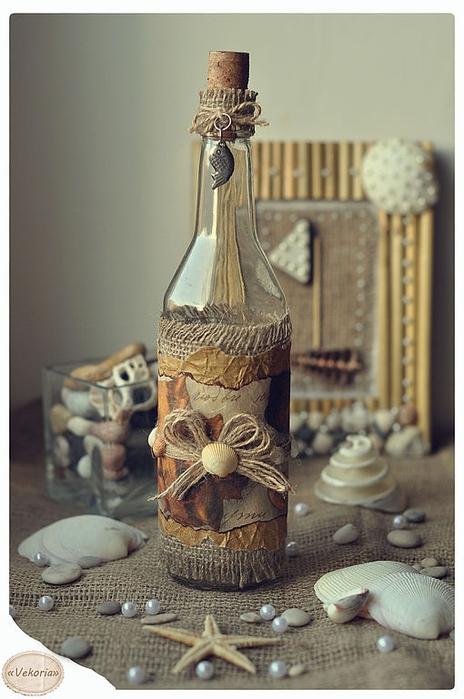 butelis dekoruotas maišu, vyniojamu popieriumi