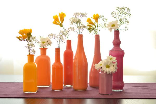 Spalvota ir gėlėta idėja – dažyti buteliai