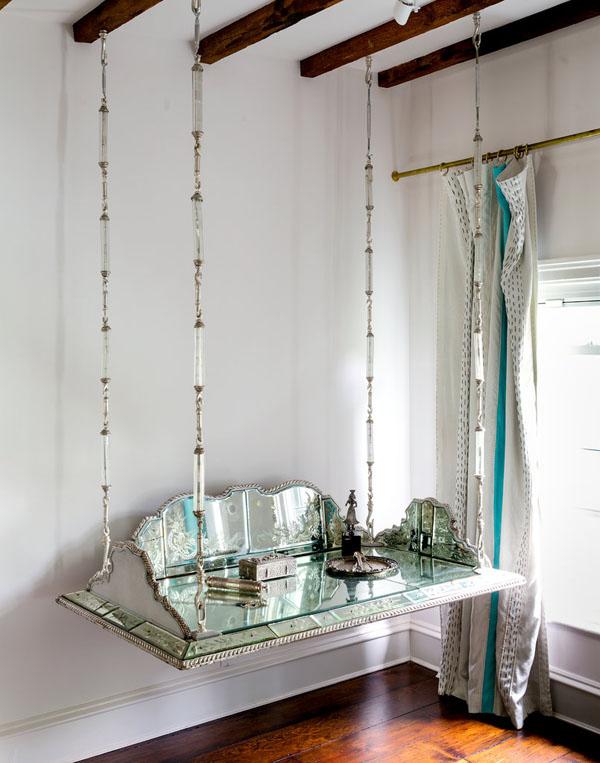 kabantis veidrodinis staliukas