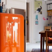 oranzinis saldytuvas, medinis stalas