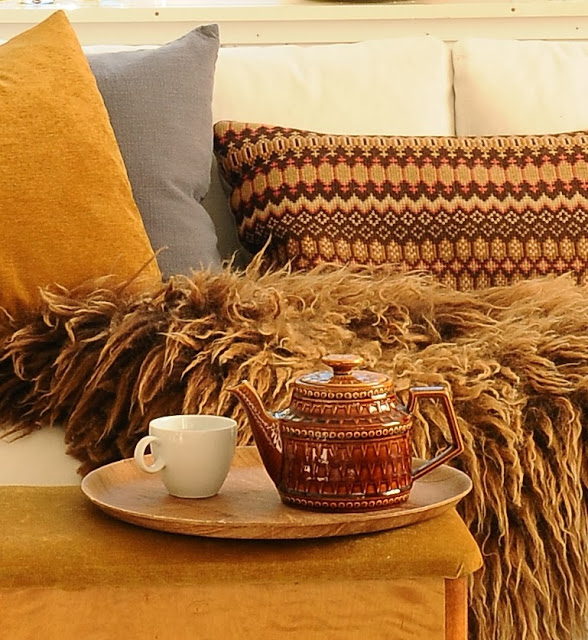 rudos, gelsvos spalvos pagalves