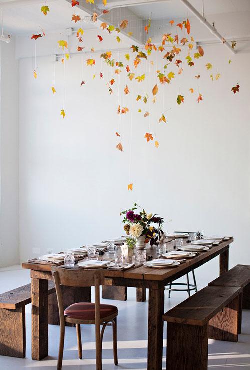 Dekoracija virš valgomojo stalo – rudeniniams lapams krintant