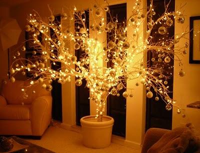 Kalėdinės eglutės iš sausų medžio šakelių