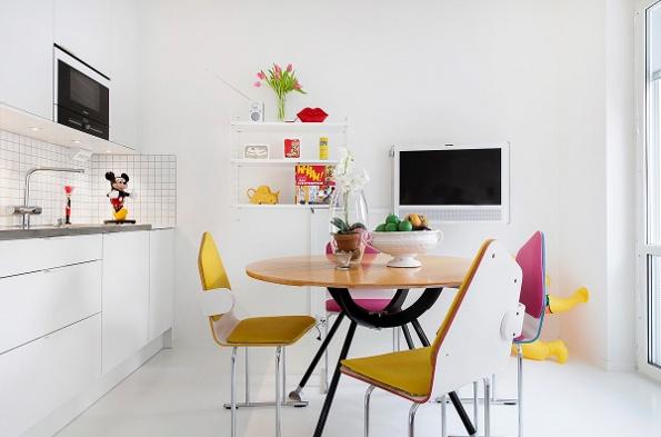 geltonos ir purpurines kedes virtuveje