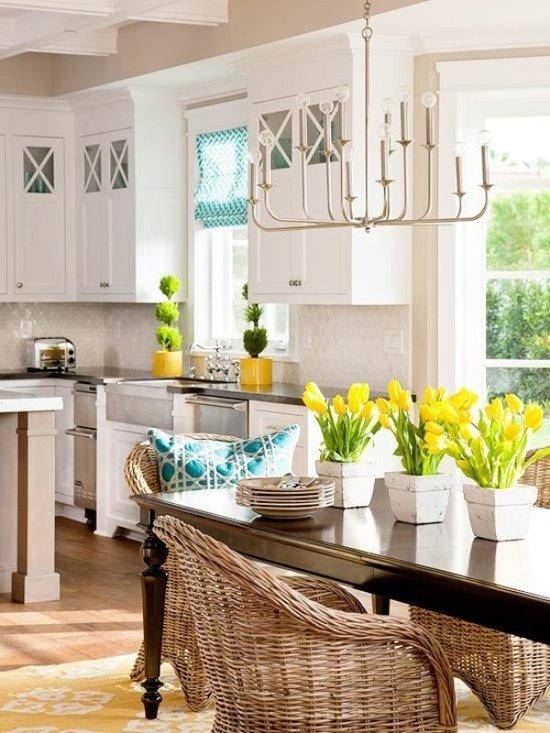 geltonos tulpes virtuvejs stalas