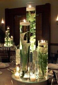 stiklines vazos su vandeniu, geles, zvakutes