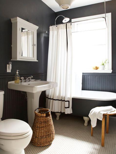 juoda melsva vonioje medzio elementai