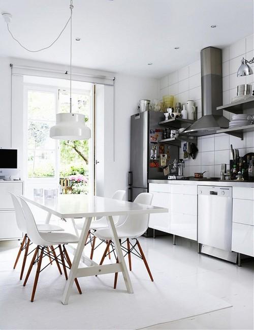 medines kojos juoda balta virtuveje