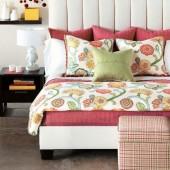 raudonos,geletos pagalveles, patalyne, lova
