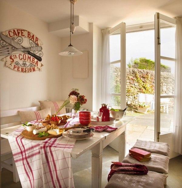 baltas stalas virtuve