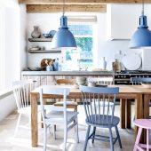 virtuve melsva rausva dizainas